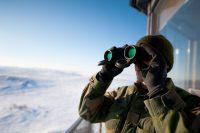 1024px-garnisonen_i_sor-varanger_binoculars
